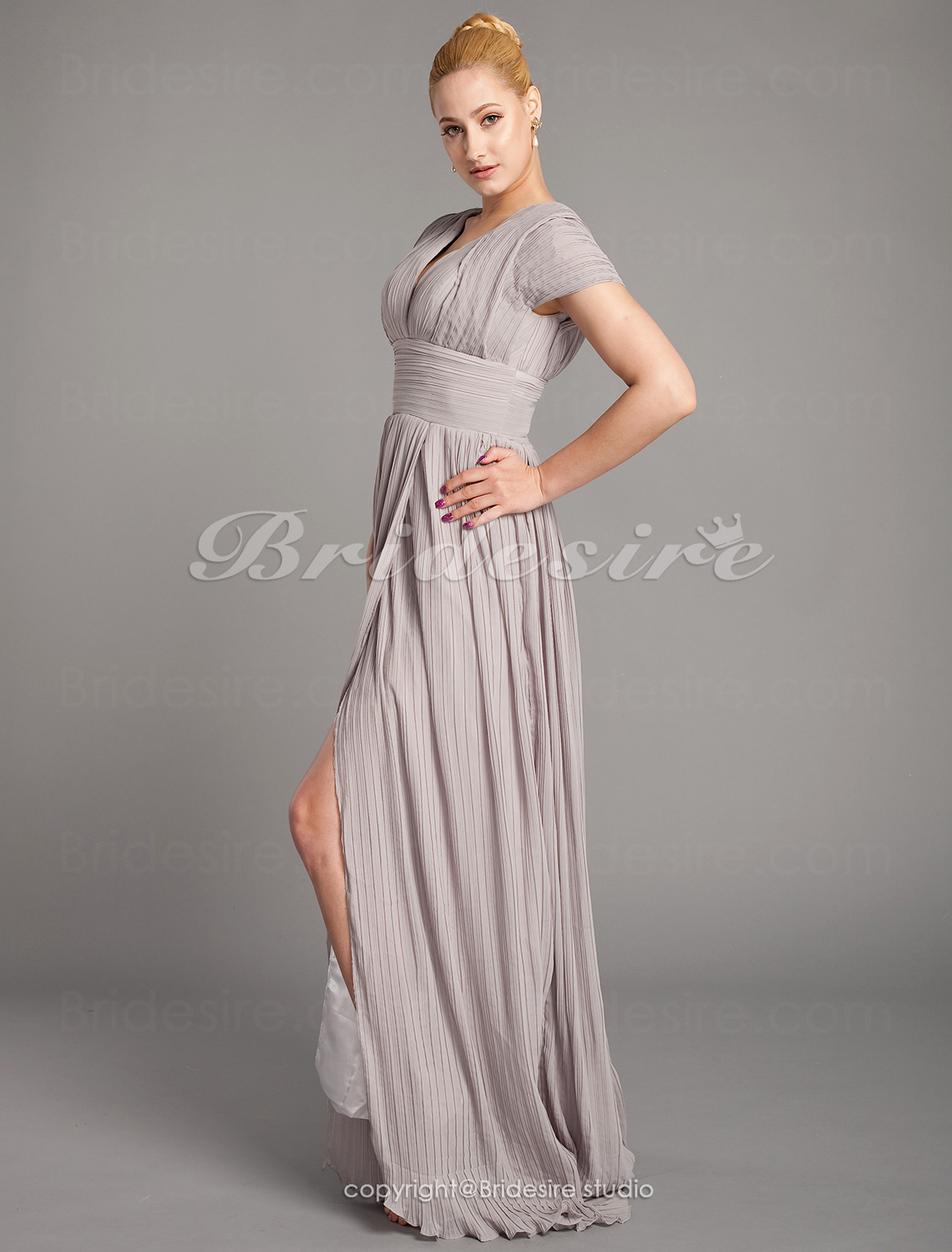 Sheath/ Column Chiffon Sweep/Brush Train V-neck Mother of the Bride Dress