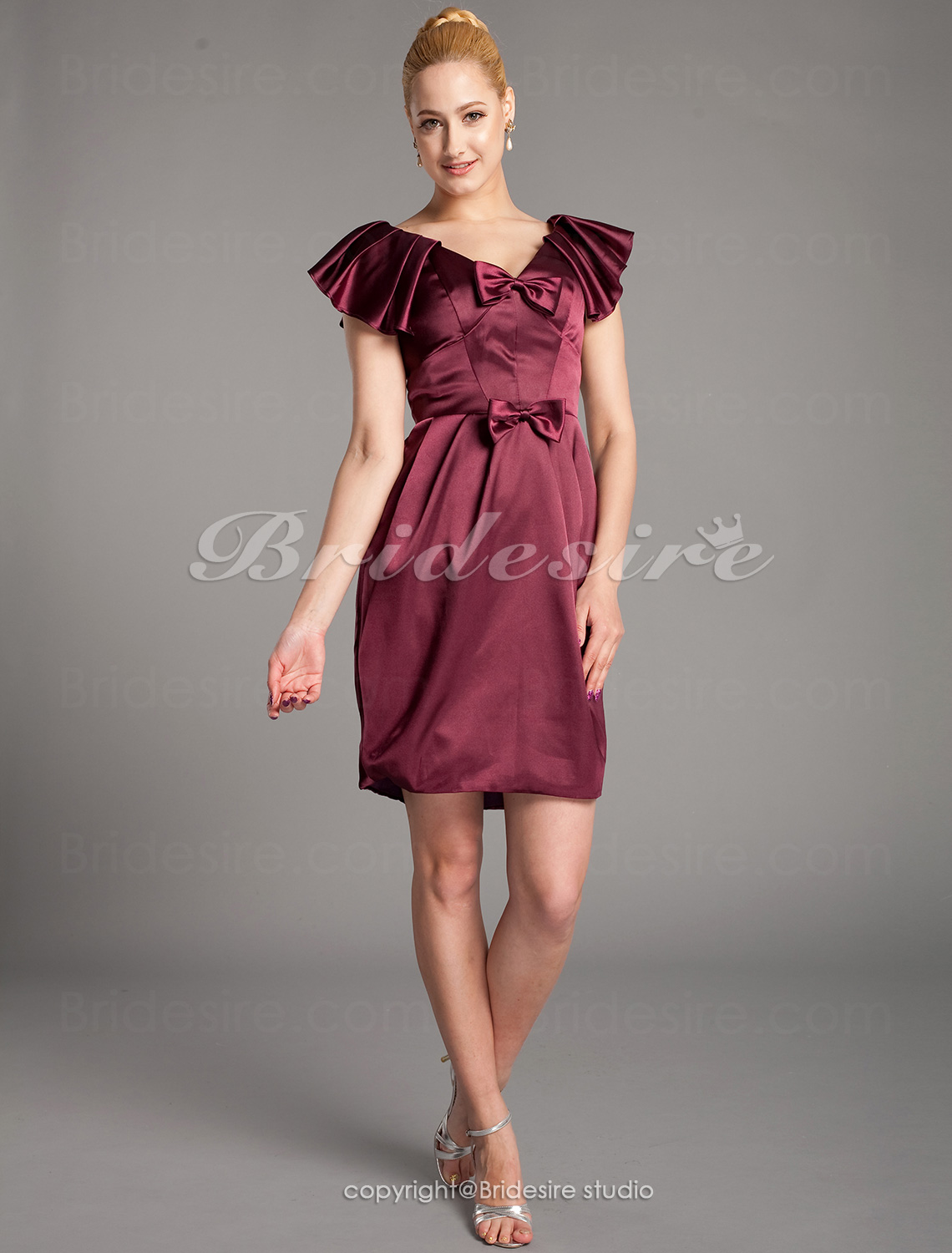 Sheath/Column Stretch Satin Short/Mini V-neck Mother of the Bride Dress