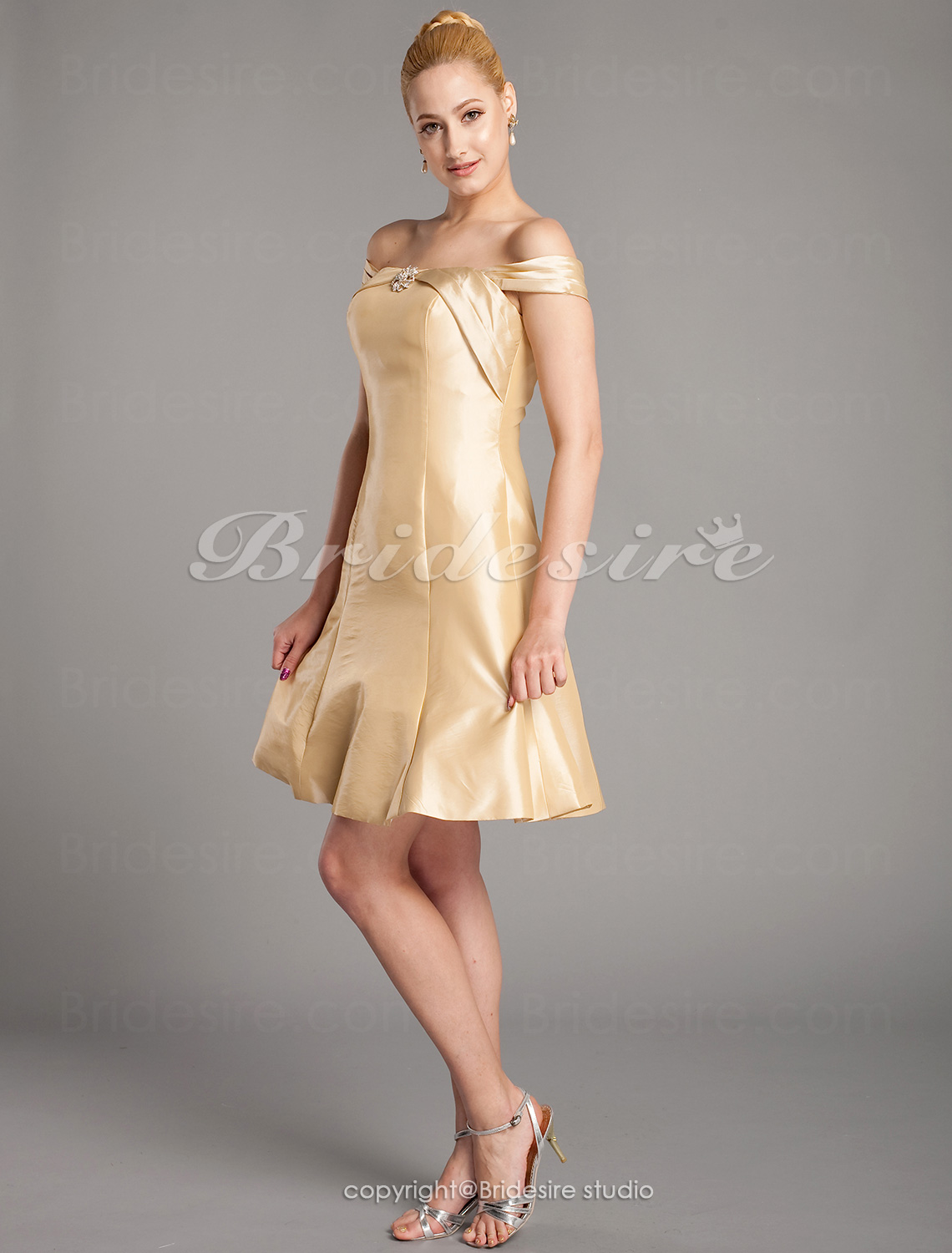 A-line Taffeta Knee-length Off-the-shoulder Mother Of The Bride Dress