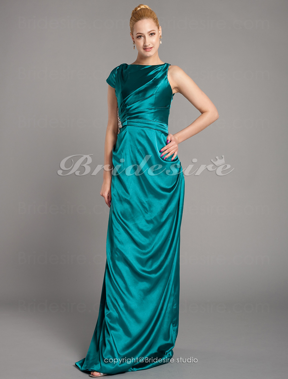Sheath/Column Stretch Satin Floor-length Bateau Mother of the Bride Dress