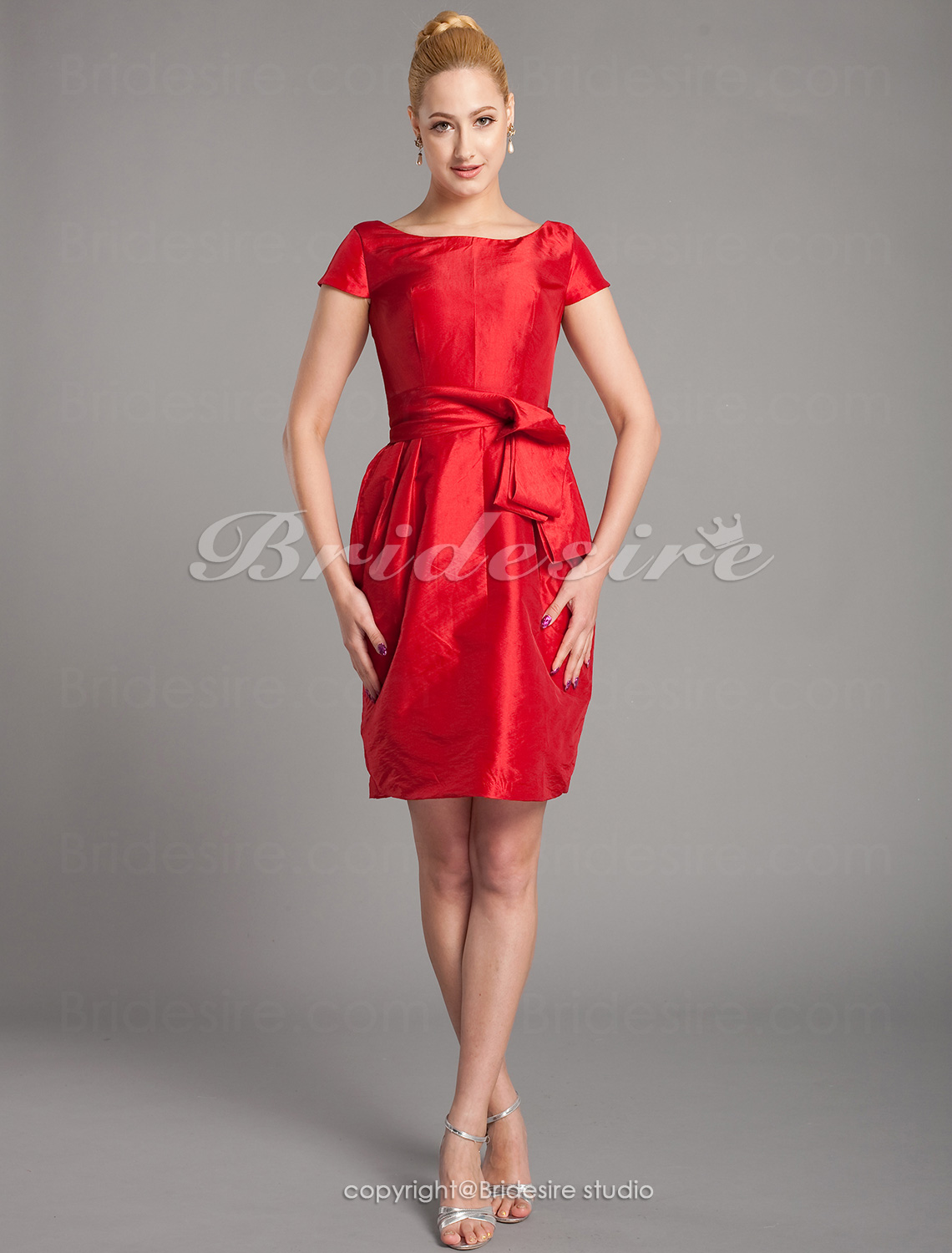 Sheath/Column Taffeta Knee-length Bateau Mother of the Bride Dress