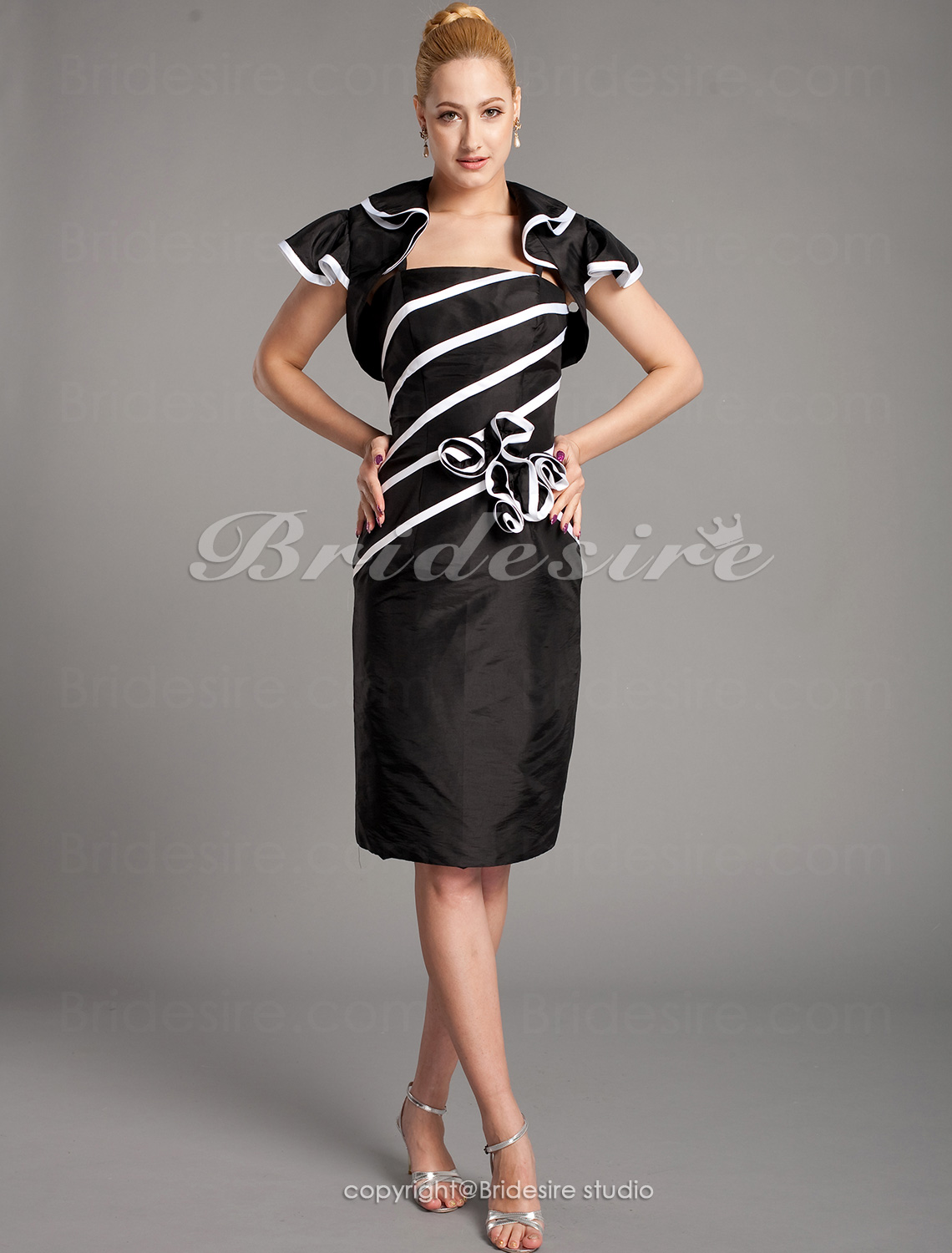 Sheath/Column Knee-length Short Sleeve Spaghetti Straps Mother of the Bride Dress With A Wrap