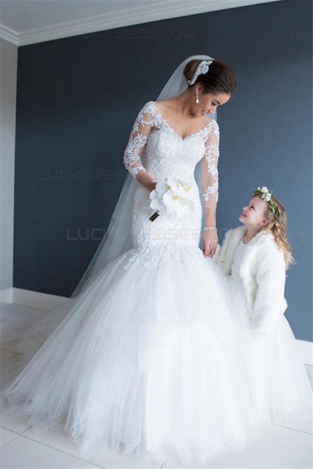 Trumpet/Mermaid V-neck 3/4 Length Sleeve Tulle Wedding Dress