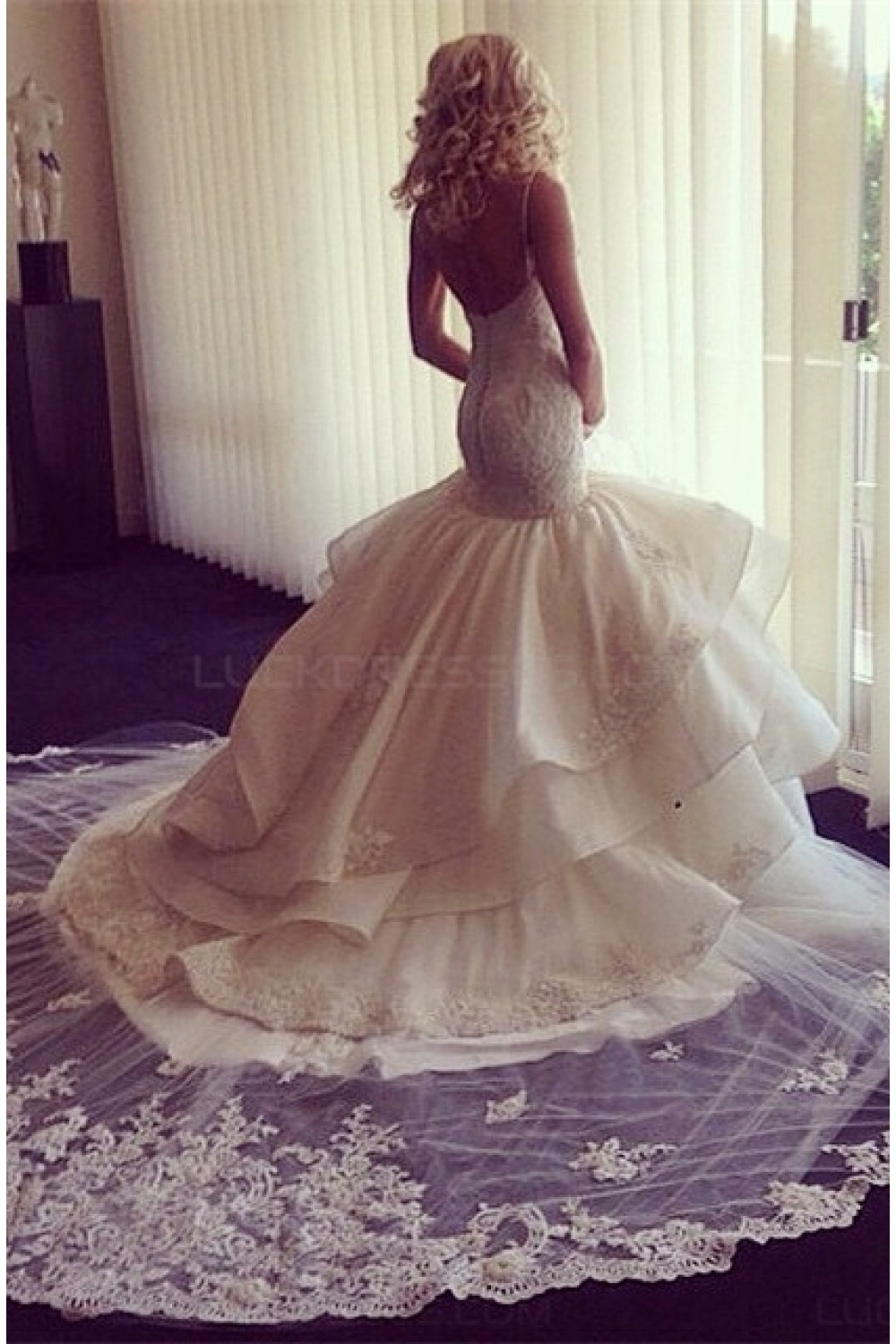 Trumpet/Mermaid Spaghetti Straps Sleeveless Organza Wedding Dress
