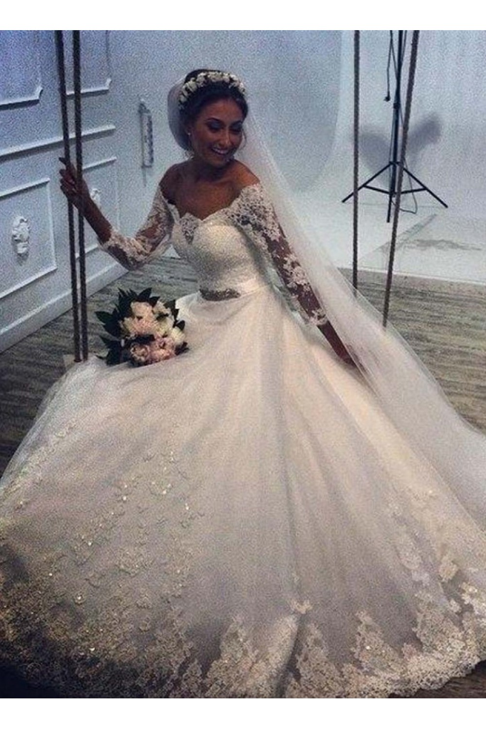 Ball Gown Scalloped-Edge 3/4 Length Sleeve Tulle Wedding Dress