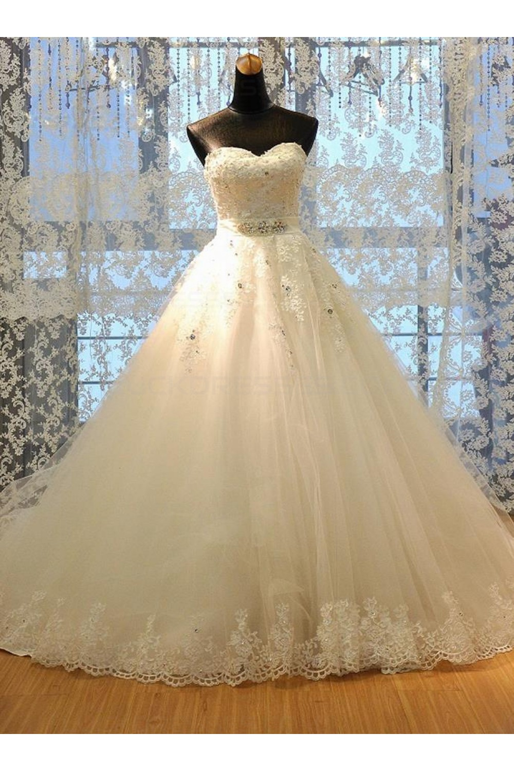 Ball Gown Sweetheart Sleeveless Tulle Wedding Dress