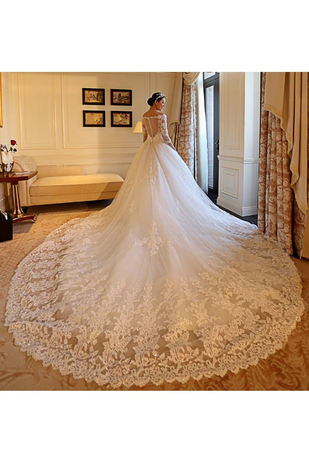 Princess Off-the-shoulder Sleeveless Lace Wedding Dress