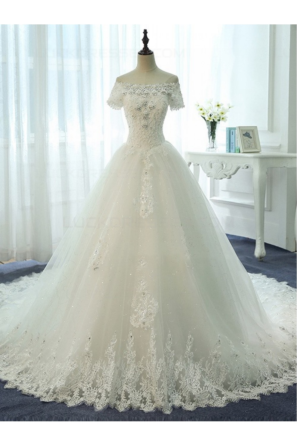 Ball Gown Off-the-shoulder Short Sleeve Lace Wedding Dress