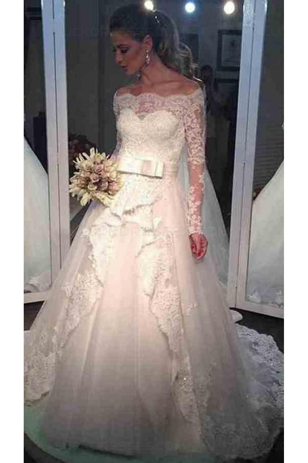 Ball Gown Scalloped-Edge Long Sleeve Lace Wedding Dress