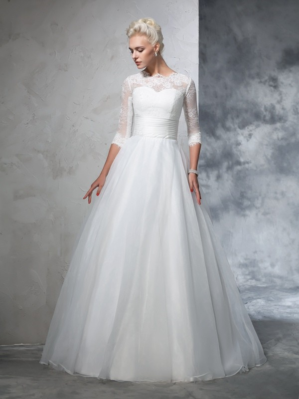 Ball Gown Scalloped-Edge 3/4 Length Sleeve Organza Wedding Dress