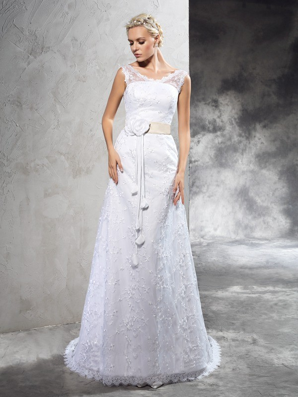 Sheath/Column Scalloped-Edge Sleeveless Lace Wedding Dress
