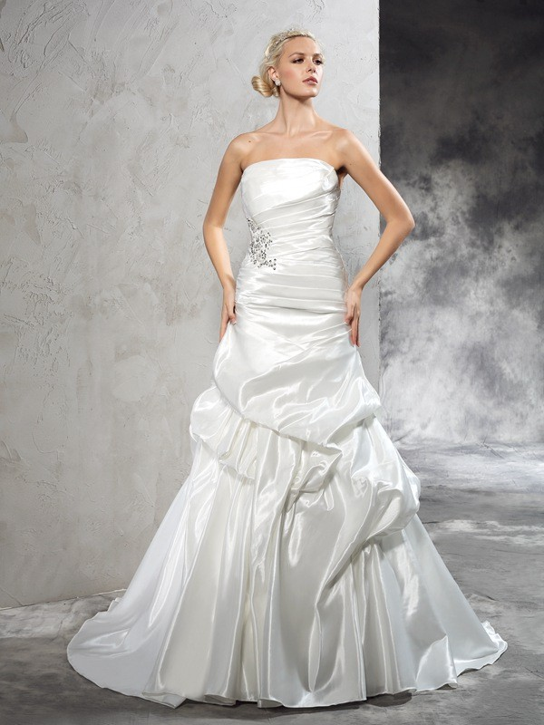 Sheath/Column Strapless Sleeveless Satin Wedding Dress