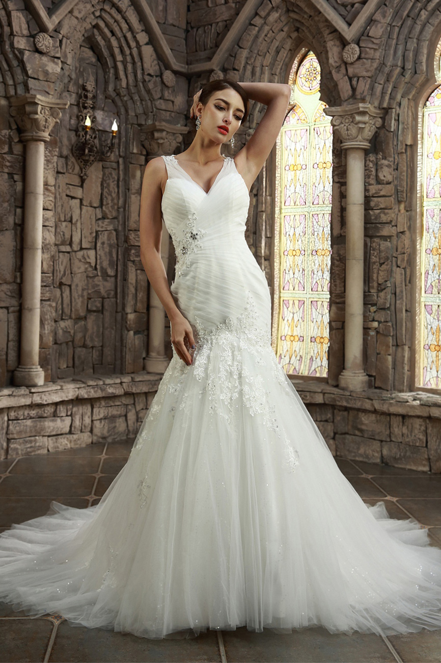 Sheath/Column V-neck Court Train Tulle Wedding Dress