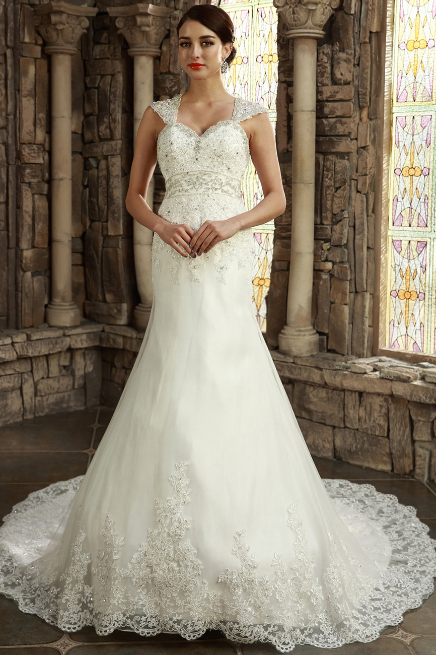 Sheath/Column Sweetheart Court Train Lace Wedding Dress