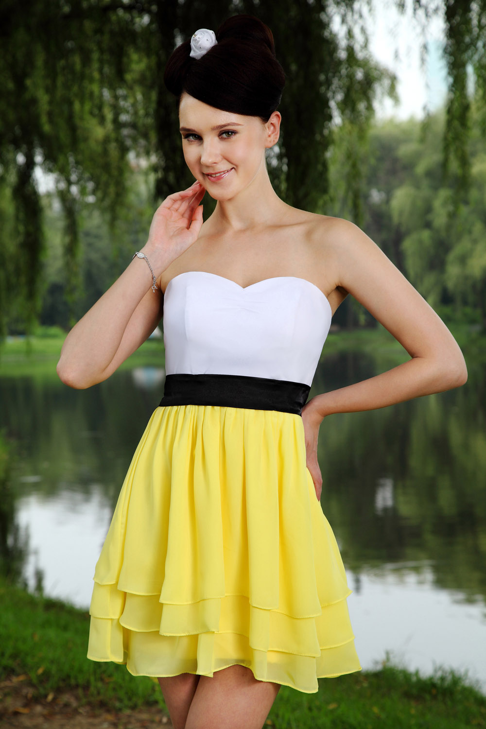 Sheath/Column Strapless Short/Mini Satin Homecoming Dress