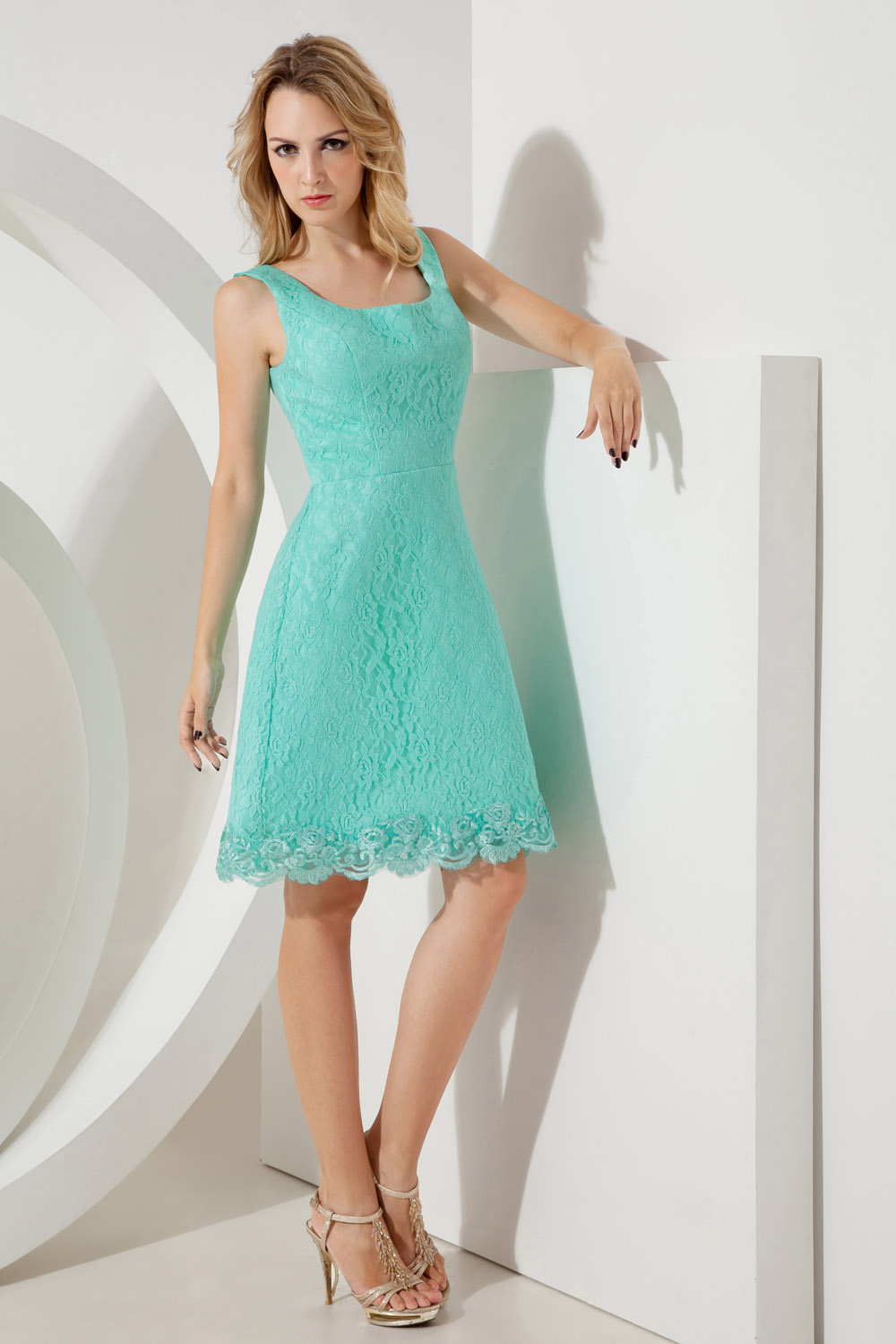 Sheath/Column Spaghetti Straps Knee-length Chiffon Homecoming Dress