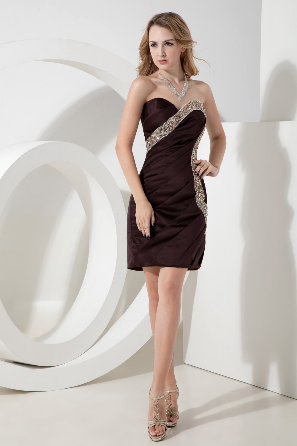 Sheath/Column Strapless Knee-length Chiffon Homecoming Dress