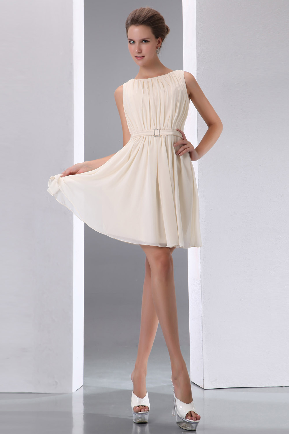 Sheath/Column Sweetheart Short/Mini Satin Graduation Dress